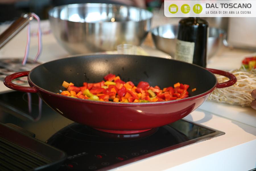 Cuocere nella pentola wok