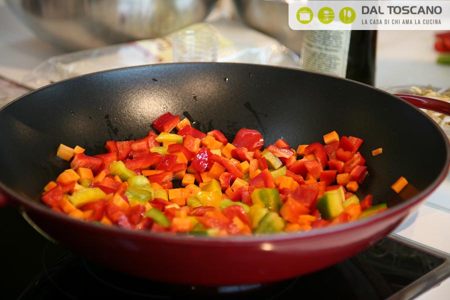 cottura carote e peperoni nel wok