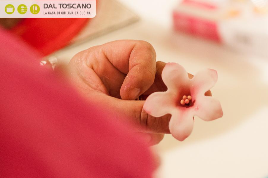 fiore con pasta di gomma