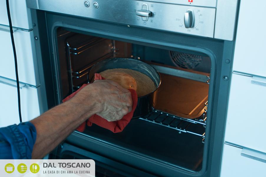 pan di Spagna in forno