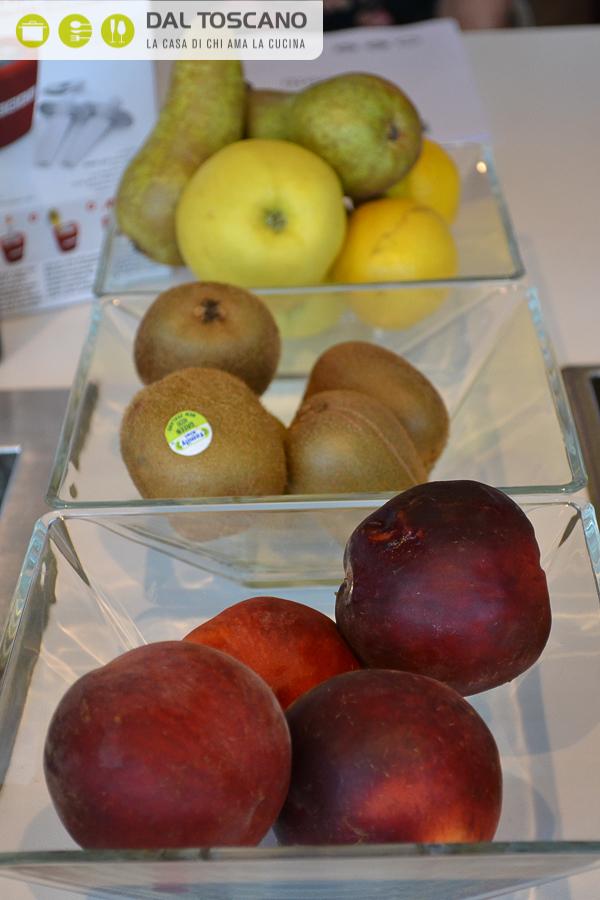 frutta fresca pesche kiwi mele pere limoni