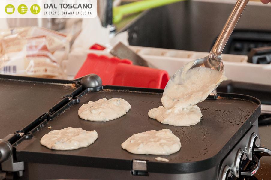 fare pancake sulla piastra