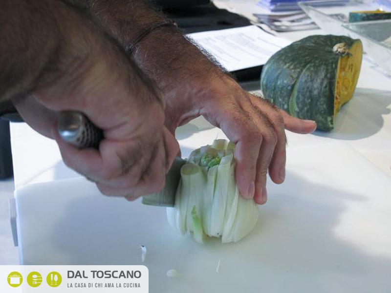 tagliare verdure con coltello