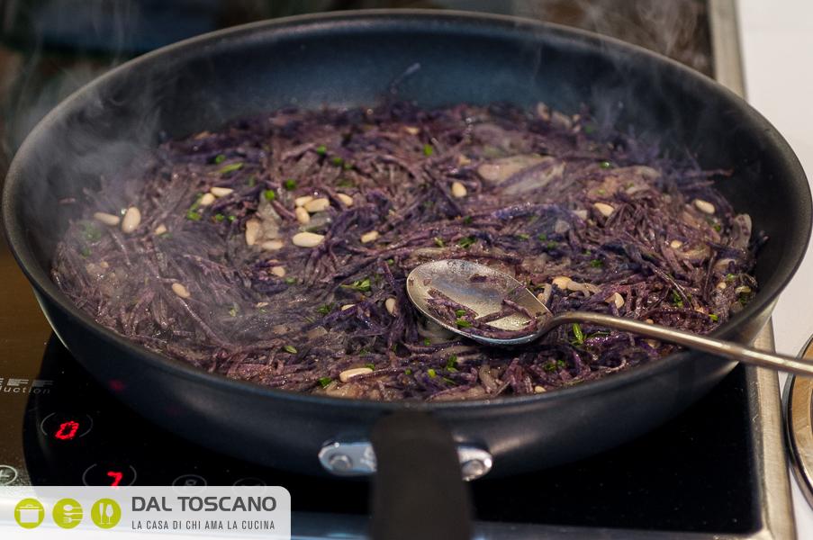 cuocere patate viola in padella