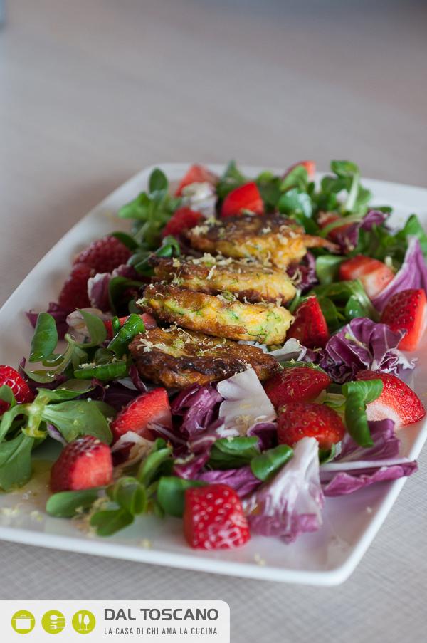 piatto Mini frittelle al fumo con verdure e fragole