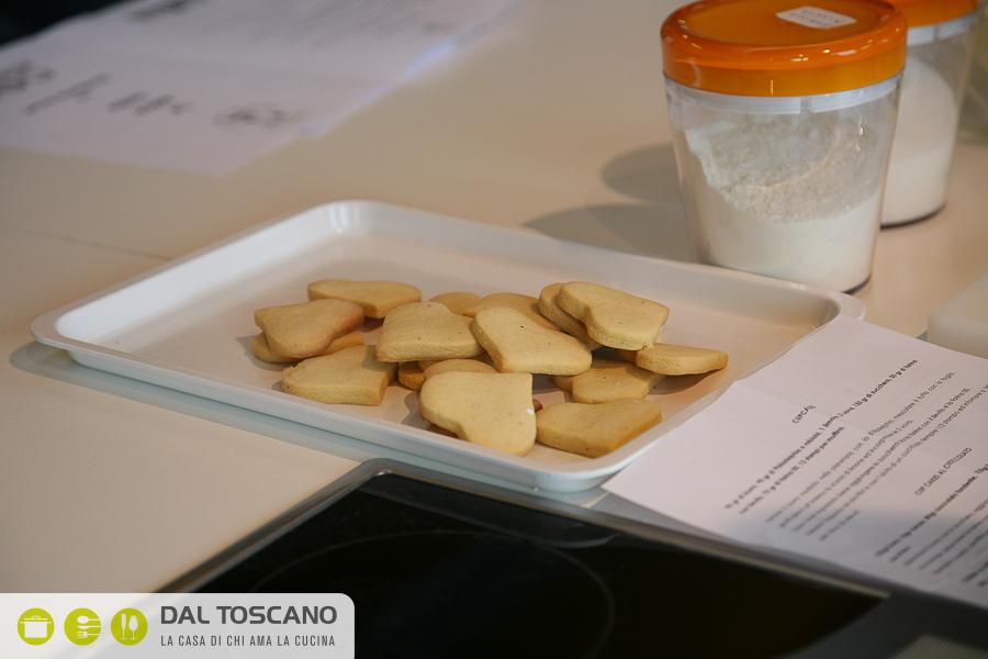 Ricetta biscotti frollini alle mandorle glassati Elisabetta Arcari