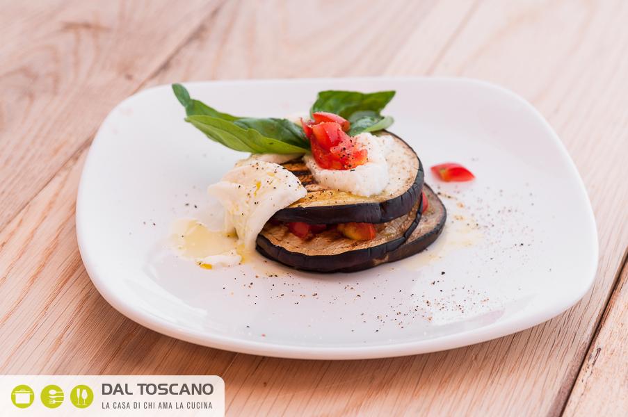 parmigiana di melanzane ballarini dal toscano eventi mozzarella pomodorini basilico