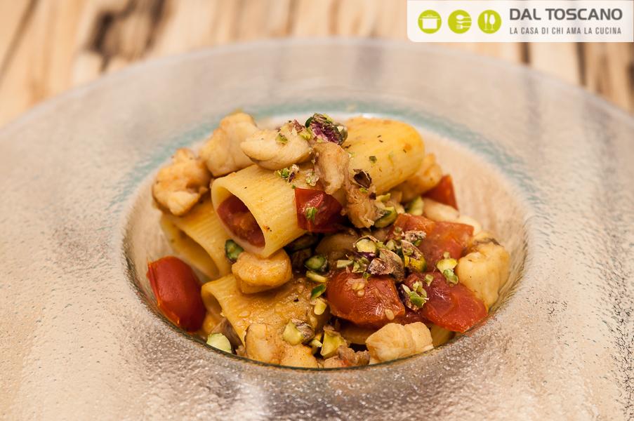 Simone Rugiati ricetta pasta con sugo coda di rospo