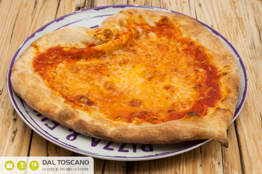pizza napoletana forma cuore Coracino Mantova