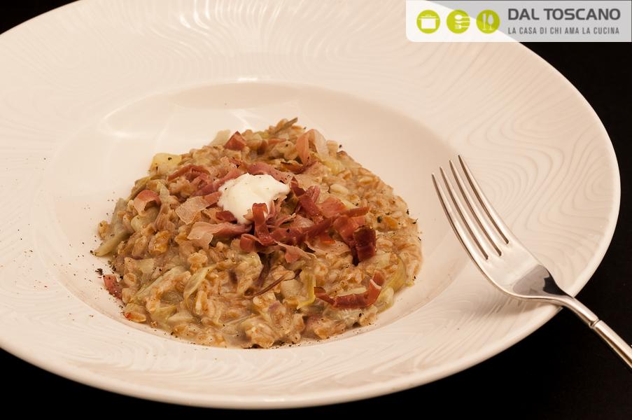 risotto di farro con carciofi, patate, speck croccante e stracchino