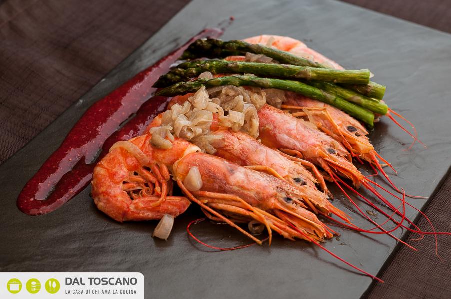 Ricetta Sautè di gamberi profumati allo zenzero con asparagina e salsa alle fragole Beatrice Ronconi