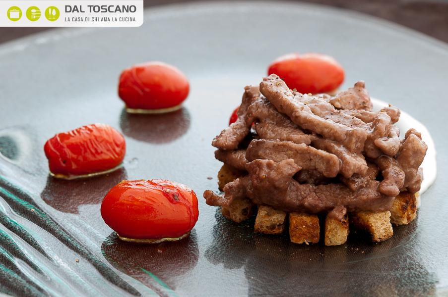 Ricetta Straccetti di scamone con pomodorini caramellati e crema bianca alle viole Beatrice Ronconi
