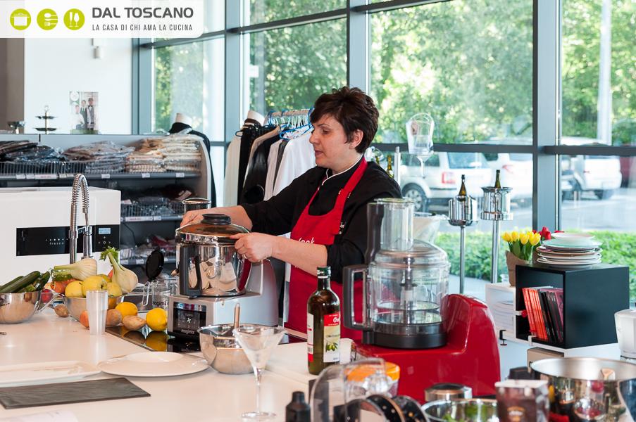 Daniela Menclossi cucina con il robot Magimix Cook Expert