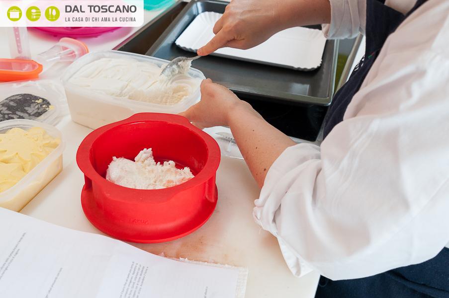 mettere gelato nello stampo per cheese cake
