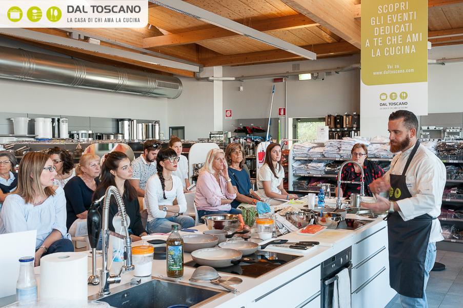chef Roberto Cuculo cucina al Centro Casalinghi Dal Toscano
