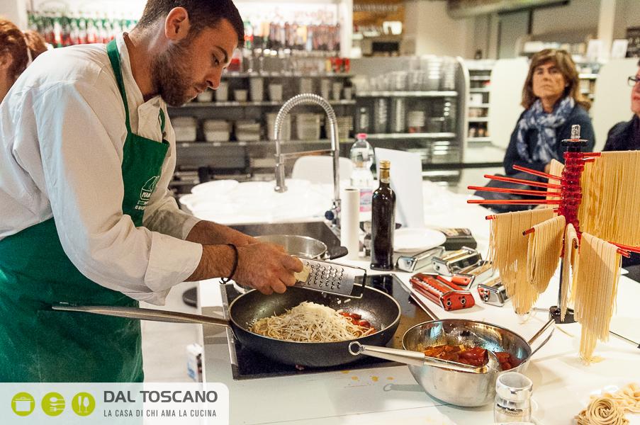 Luca Giambelli cucina Centro Casalinghi Dal Toscano