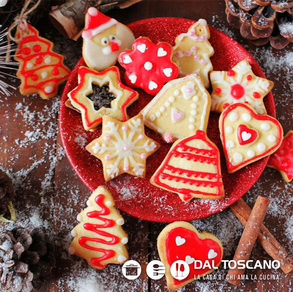 biscotti di Natale decorati all'acqua